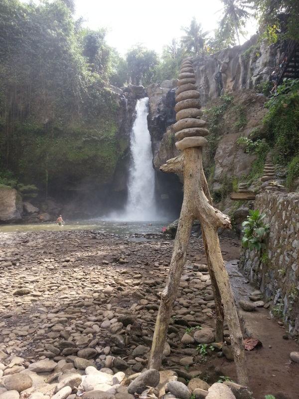 Tegenungan-Waterfall-bali-rocks