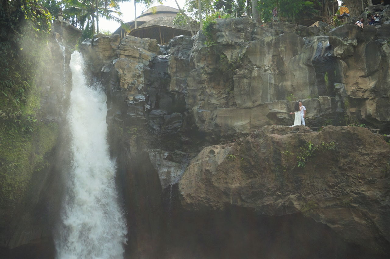 Waterfall-Bali-wedding-photo