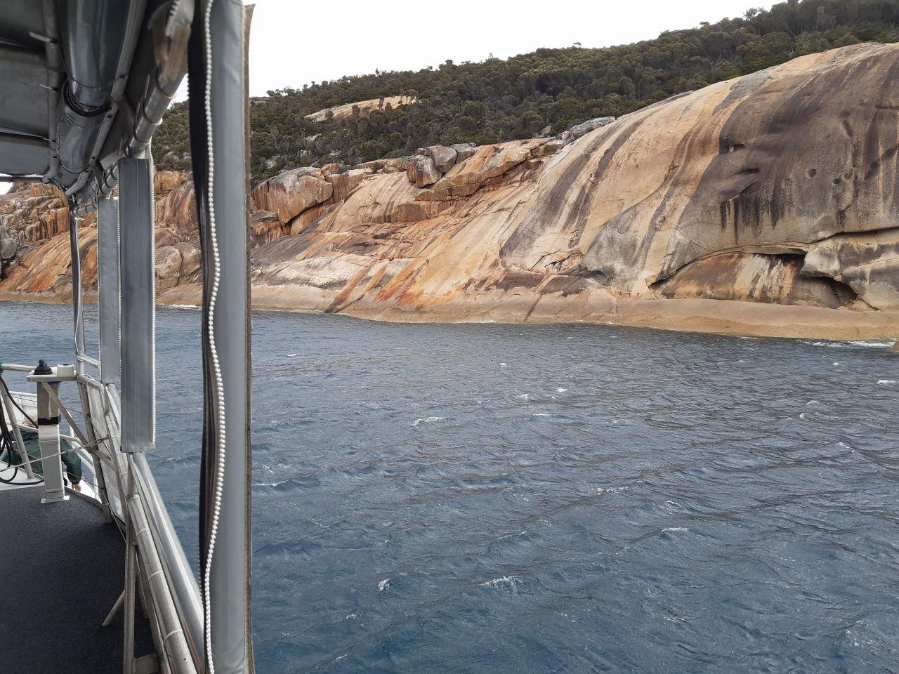 boat-rocks-scenery