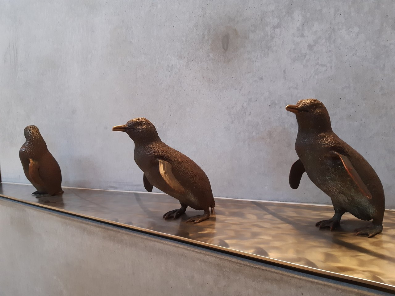 little-penguin-statues