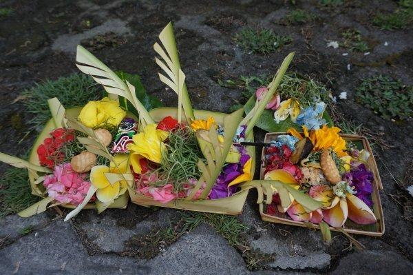 balinese-flower-offerings